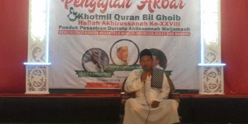 Pengasuh PP Durrotu Aswaja, KH Agus Romadhon