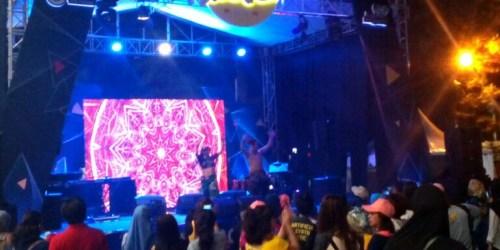 Zumba glow dalam rangkaian acara Healthy Fun Festival 2018 yang digelar oleh Prodia di Ciwalk