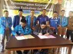 Penandatangan kerjasama FKPT Jateng dengan KNPI se-Eks Karesidenan Kedu dalam upaya pencegahan radikalis-teroris di kalangan generasi muda