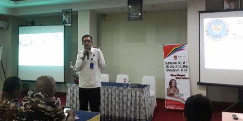Andy Sri Haryadi (berbaju putih) saat memaparkan materi dalam sosialisasi HIV Aids dan Narkoba di Grand Saraswati Semarang (19/04/2018).