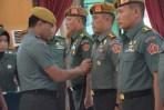 Acara sertijab Wadan Pussenarmed dari Kolonel Arm Jolly Suawa kepada Kolonel Arm M Naudi Nurdika di Mako Pussenarmed, Cimahi, Jumat (11/5/2018).