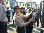 Kapolres Banjar AKBP Matrius saat melakukan pengecekan kesiapan jajaran dan perlengkapan di Mapolres Banjar.