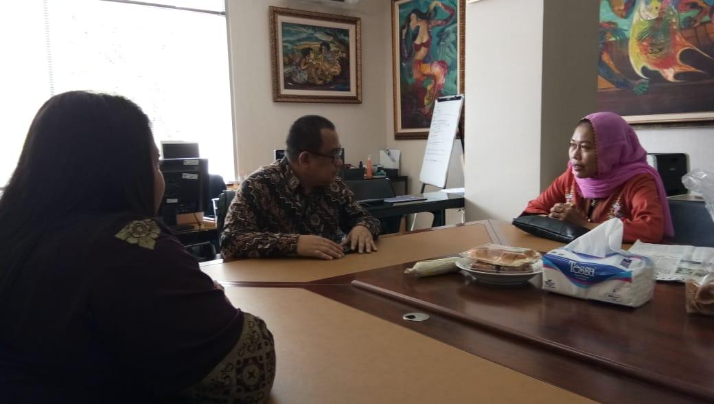 FORBIDES Indonesia berdialog secara khusus dengan Staf Khusus Mensetneg, Anak Agung Ari Dwipayana, bidan Lilik selaku Ketua Umum ditemani dua orang Pengurus Pusat FORBIDES Indonesia, bidan Wayan dan bidan Darmawaty.