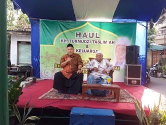KH Chamad Maksum Turmudzi AH sàat memberikan sambutan dalam Haul dan Halal Bihalal alumni PPRQ, (23/06/2018).