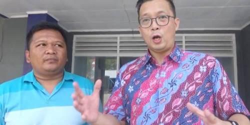 Pimpinan PT MCAB Lucky Tjandradinata didampingi kontraktor IPAL, Irsyad, saat memberikan keterangan kepada wartawn terkait pembenahan yang sedang berjalan