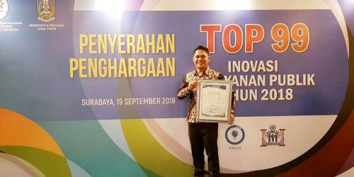 Kepala BKIPM Bandung Dedy Arief Hendriyanto menerima penghargaan Top 99 KIPP 2018