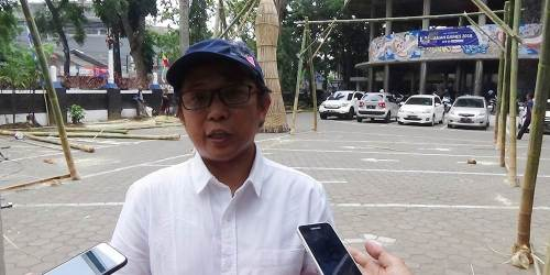 Dr Mohamad Zaini Alif saat diwawancara oleh wartawan terkait persiapan kriya terkait Sungai Citarum di acara Dies Natalis ke-50 ISBI Bandung, Rabu (3/10/208).