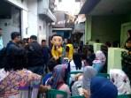 Maskot caleg Partai Golkar Kota Bandung nomor urut 2, Deavy Amukti Palapa, saat hadir ke lokasi kampanye di Kelurahan Kacapiring