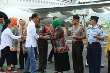 Kapolda Jabar Sambut Kunjungan Presiden RI Di Bandara Husein Sastranegara
