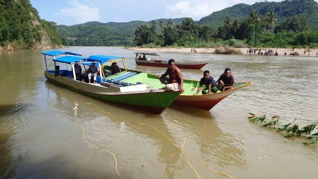 upaya pencarian karyawan koperasi yang tenggelam di Wae Pesi