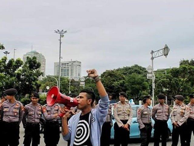Rauf Paokuma - Melawan Demokrasi