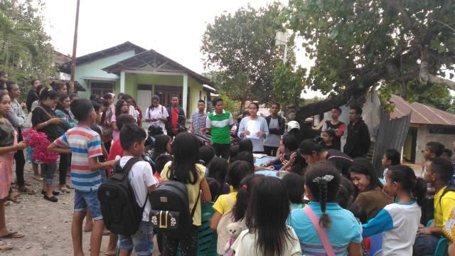 PKSE Undana Kupang bersama peserta bimbingan belajar di Naikoten, Kupang.