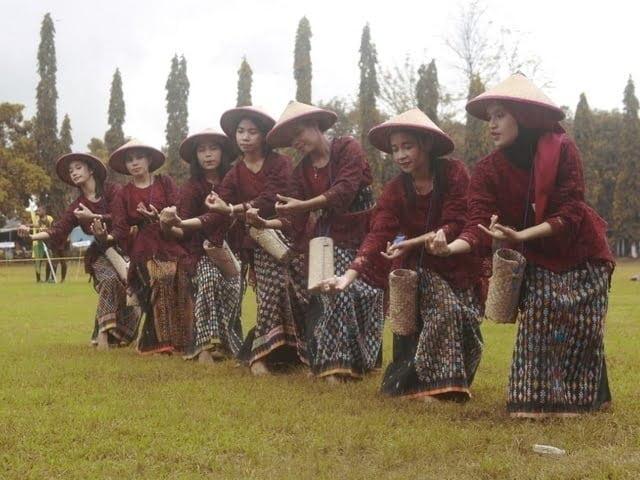 Tarian Woja Leros meriahkan pembukaan Manggarai Cup Makassar