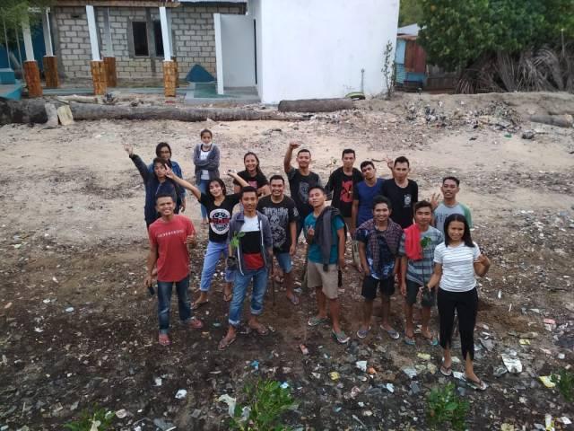 aksi peduli lingkungan Himapala Kupang