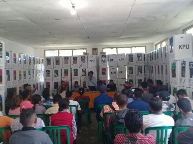 Pleno rekapitulasi suara pemilu kecamatan lamba leda