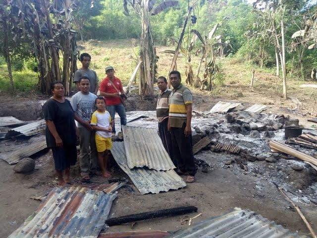 kondisi rumah yang kebakaran di Waelengga