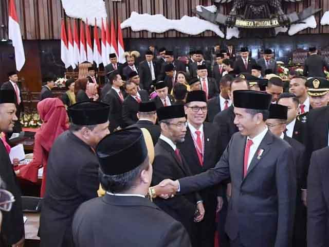 presiden-jokowi-saksikan-pelantikan-anggota-dpr-ri