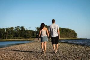 pareja paseando