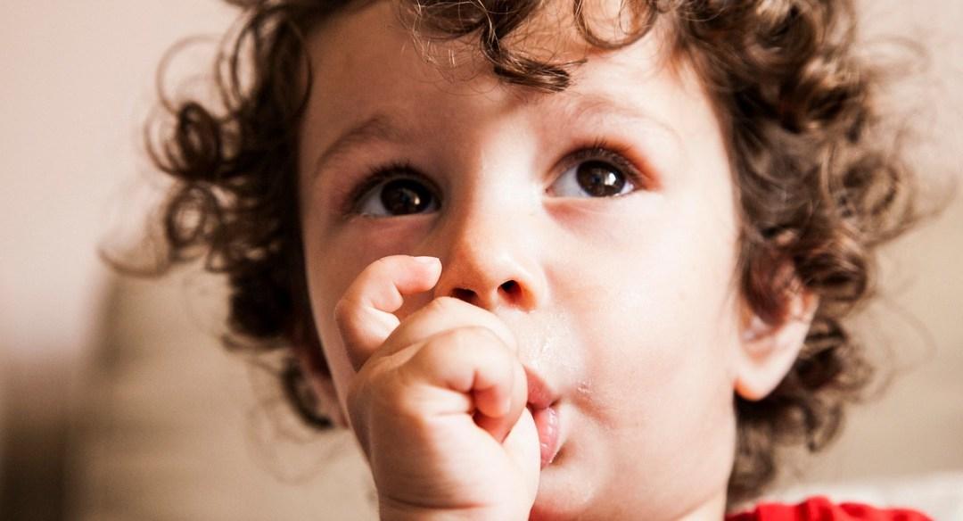 Veja 4 dicas para seu filho para de chupar o dedo