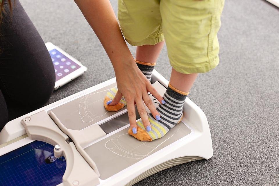 clarks ipad shoe measuring