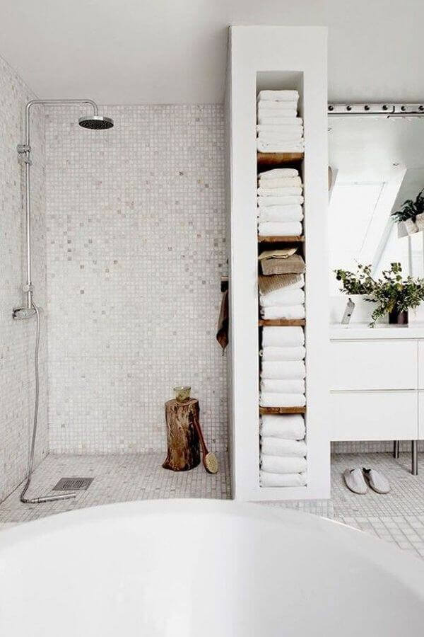 All White bathroom color schemes