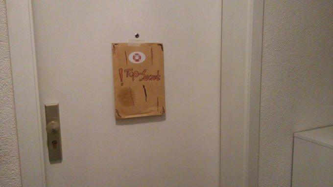 Ein geheimnisvoller Umschlag an meiner Tür.