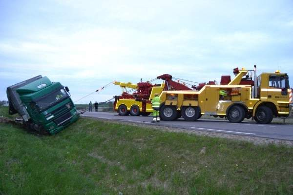 Automobilių, sunkvežimių, Vilkikų, Autobusų, Remontas kelyje, Transportavimas, Atvertimas, Ištraukimas iš griovio, Techninė pagalba kelyje.