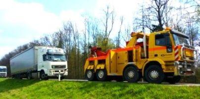 Sunkvežimio ir automobilio ištraukimas