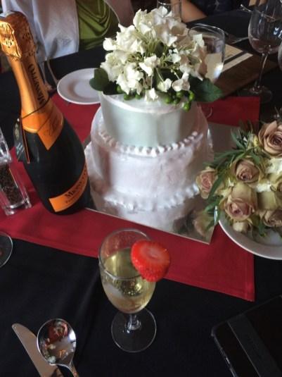 El pastel nupcial hecho por nosotros. :D