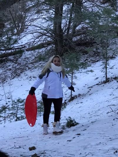 Nos divertimos deslizándonos en la nieve.