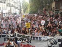 Di ibu kota Madrid sahaja, lebih 60 ribu pelajar bersama dengan ribuan guru-guru telah membanjiri jalan-jalan utama.