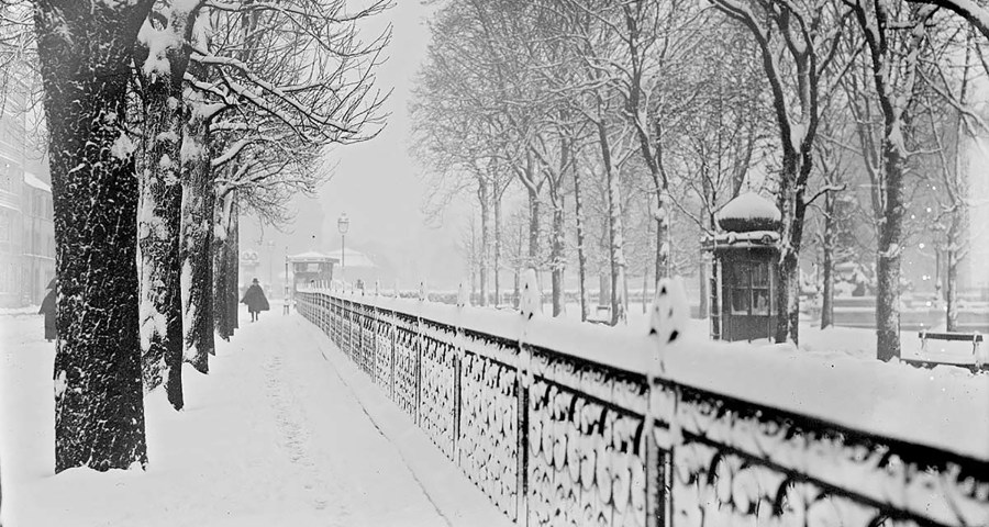 Paris in 1919 in the snow