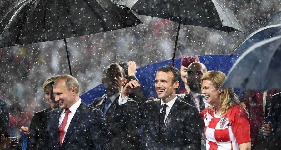 Emmanuel Macron and Kolinda Grabar-Kitarovic in rain