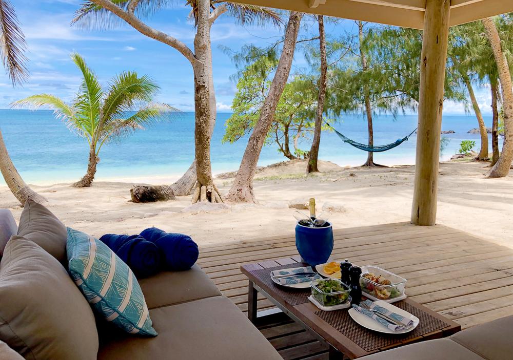 شاطئ خاص- Picnic_Turtle-Island-Fiji_2000