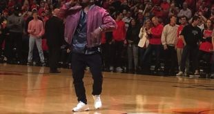 """Kanye West Performs 'All Day"""" at Bulls/Cavs Game 4"""