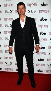 robin-thicke-red-carpet-photo