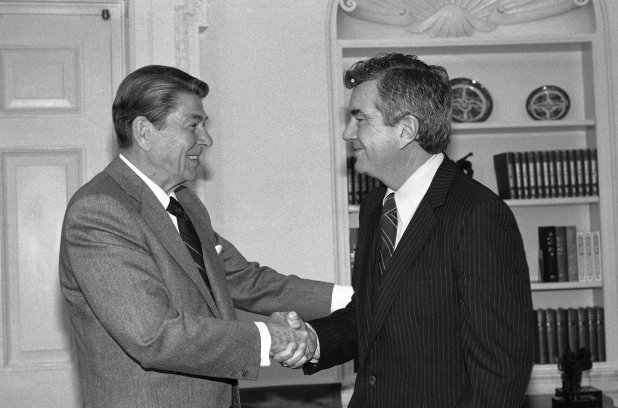 Reagan greets Parr upon his retirement in 1985. (Barry Thumma/AP)