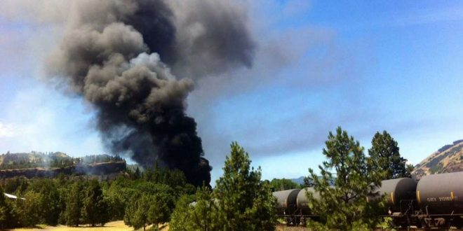 Train Towing Cars Full of Oil Derails in Oregon's Columbia River Gorge, Sparking Fire