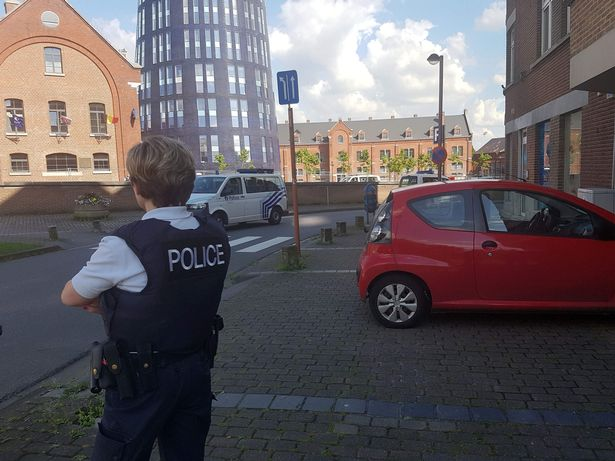 Two policewomen were wounded in Charleroi by a machete-wielding man