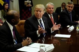 Trump Pushes Drugmakers for Lower Prices, More U.S. Production