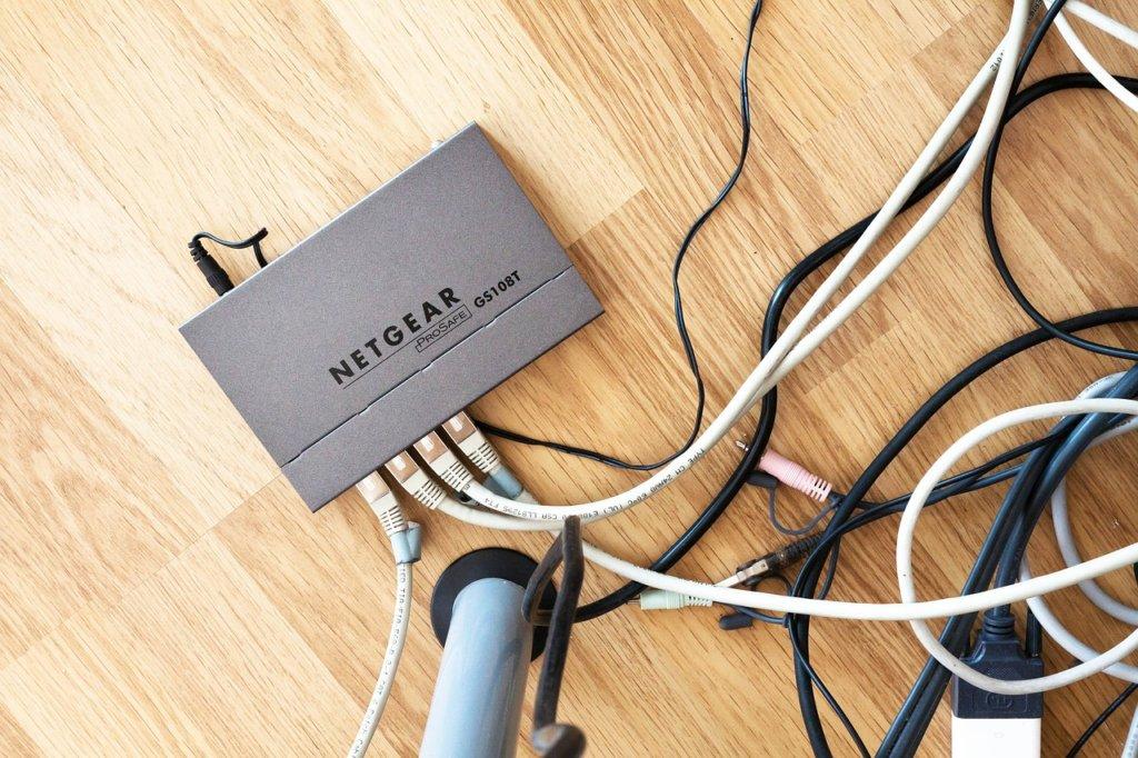 routeur WiFI 1024x682 Voici plus de 70 Meilleurs Noms de Réseaux Wifi Drôles et Amusants (SSID)