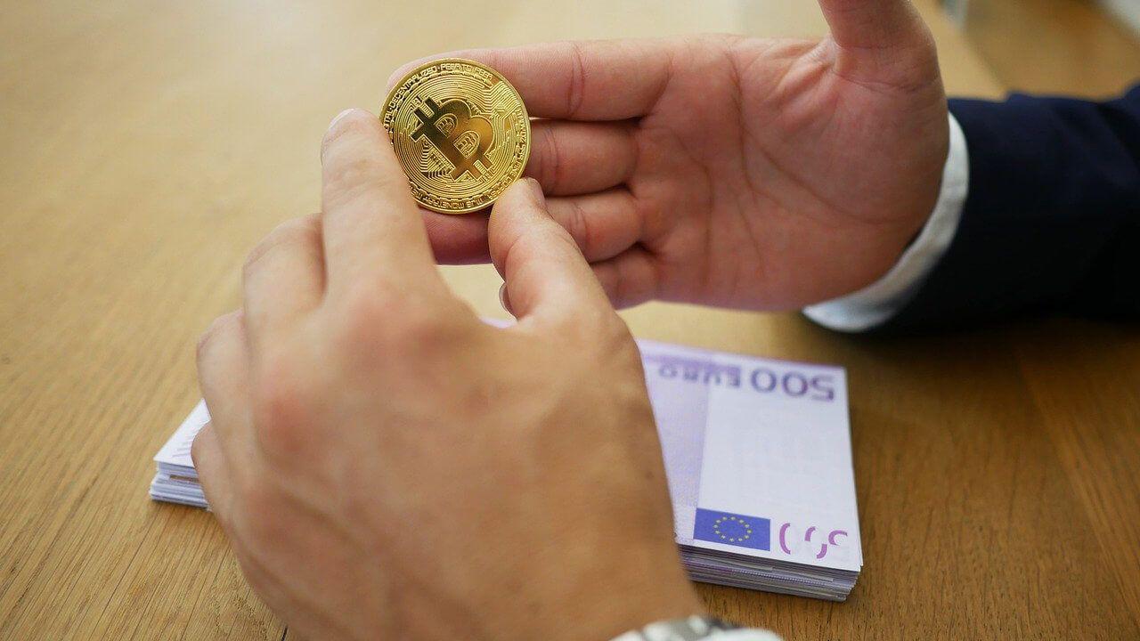 evolution des moyens de paiement L'Evolution des Moyens de Paiement : La Cryptomonnaie remplacera l'Argent Classique ?