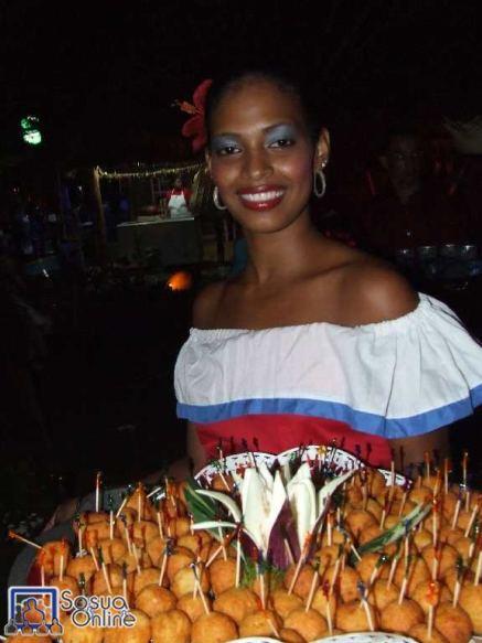Marchanta con ropa forklórica Dominicana