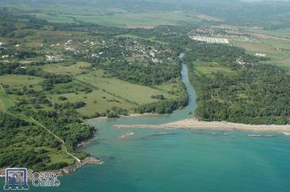 Desembocadura del rio Camú