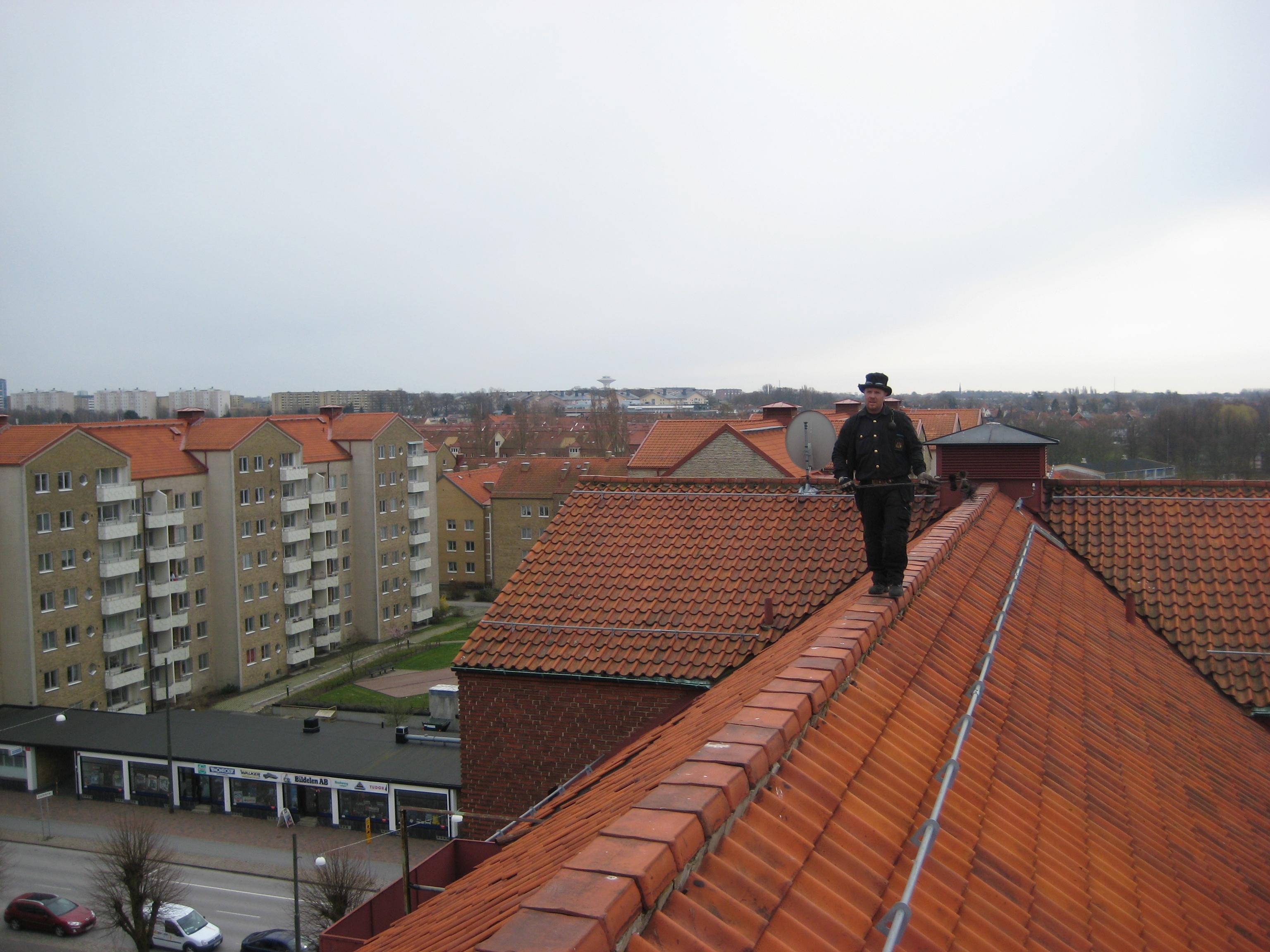 En av SIMABs sotare på ett tak.