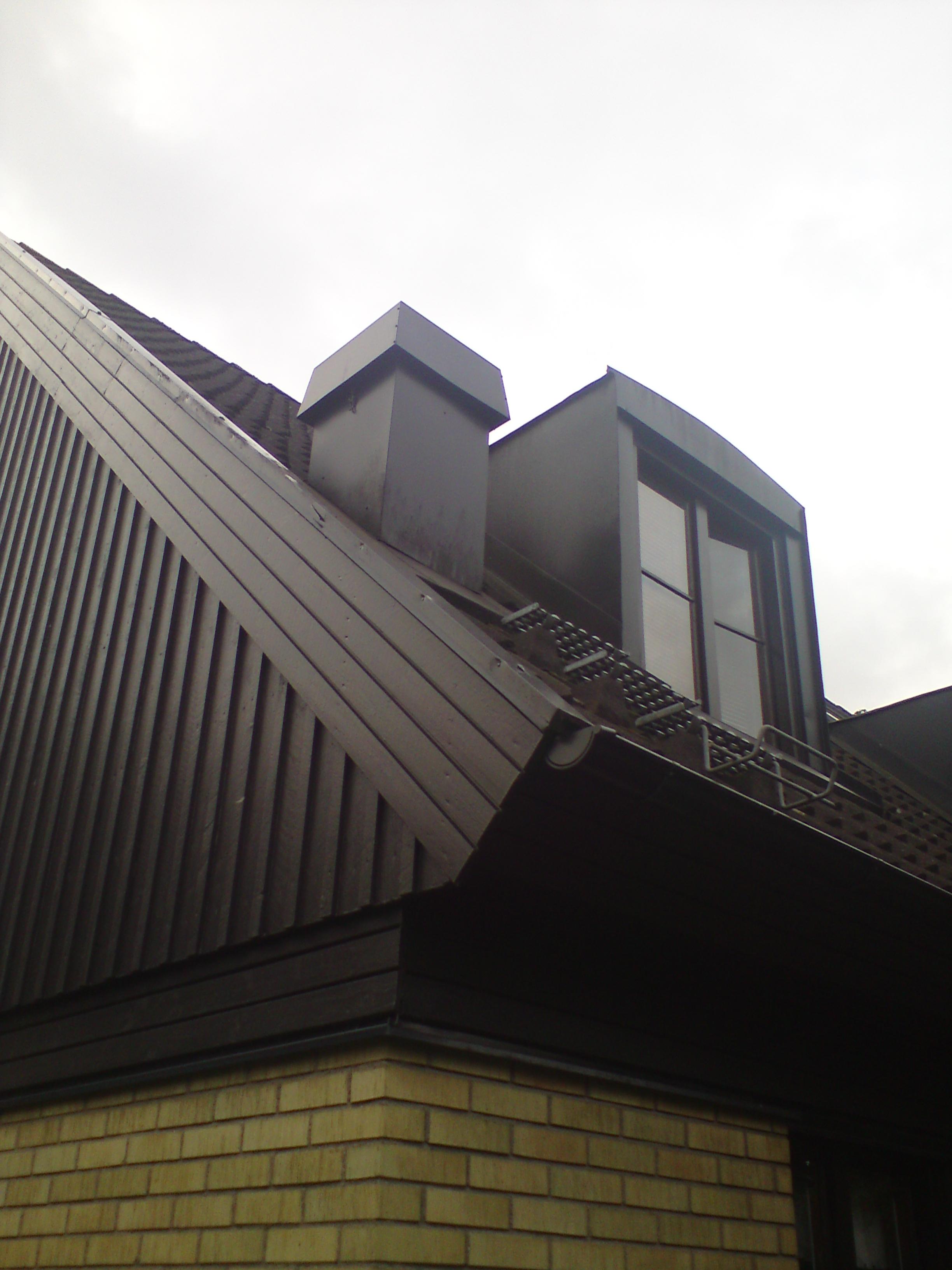 Villa med takfläkt.
