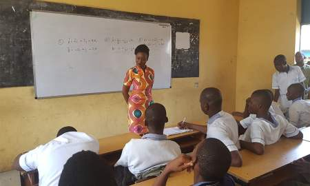 Oma Ehiri speaking to young students in Lagos