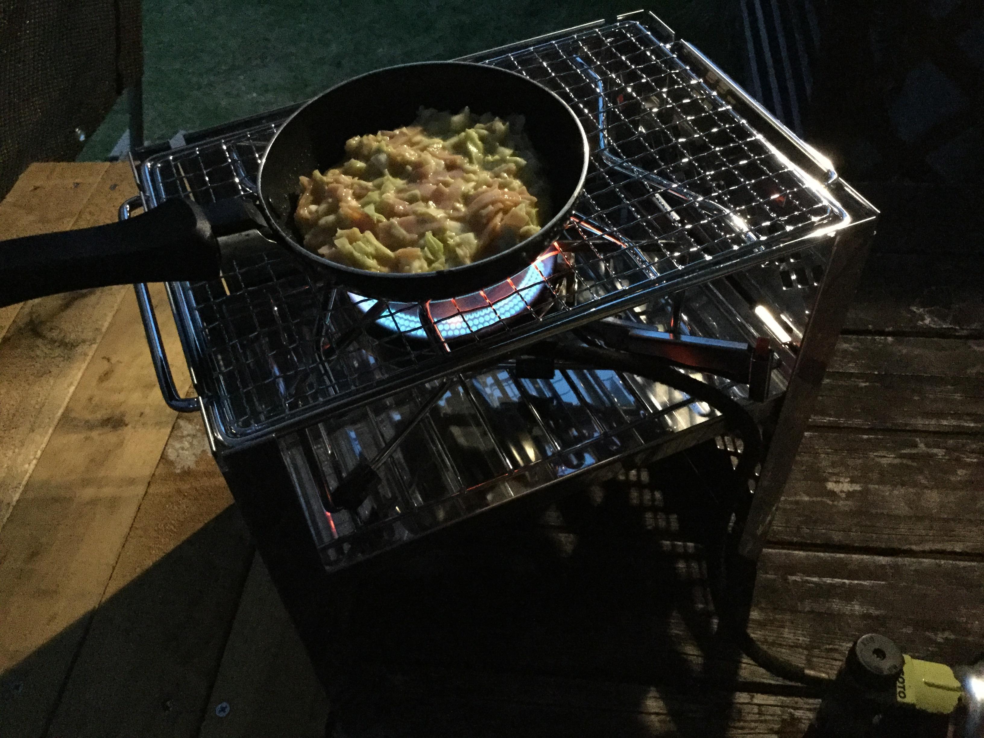 キャプスタさんのカマドを使って簡単キャンプ飯!