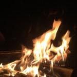 被りにくい焚火台比較!テンマク「とん火」とユニ「薪グリル」!