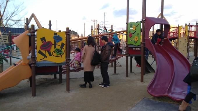 京都市梅小路公園の遊具の様子